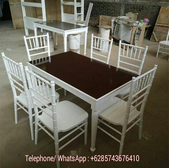 meja makan minimalis.jpg